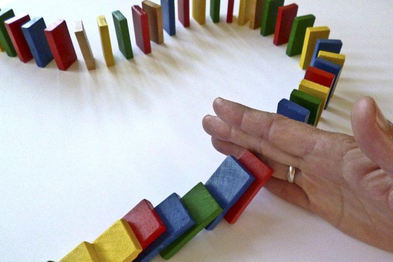 dominoes, domino, barricade-1902622.jpg
